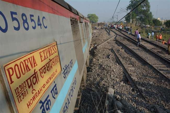 Howrah to Delhi Train Accident Derails